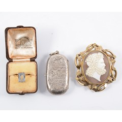 A collection of gold and silver jewellery and collectables